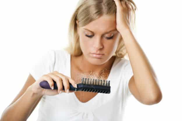 Rimedi naturali contro la caduta dei capelli: le soluzione fai da te