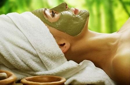 Maschere viso con l'argilla verde
