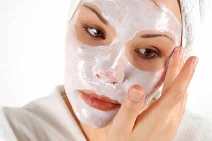 Maschera viso fatta in casa per pelle grassa