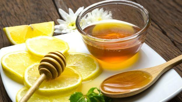 Miele e limone: proprietà per tosse e mal di gola