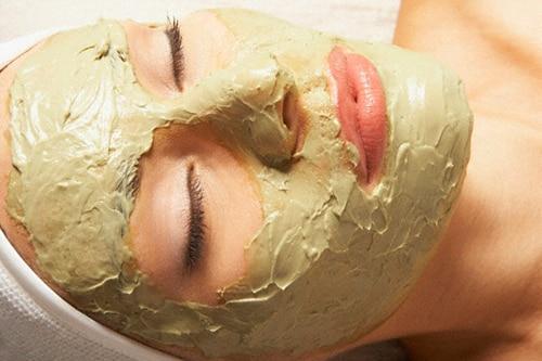 Maschera viso con argilla verde