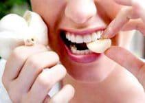 Mangiare aglio crudo