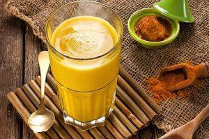 Latte d'oro Golden Milk ricetta originale e benefici