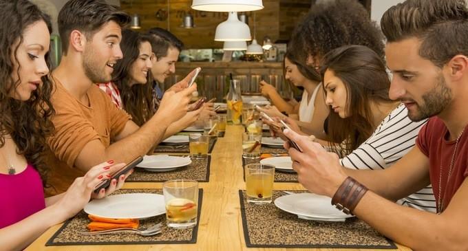 stop cellulari con amici